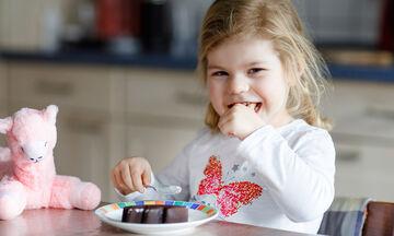 #Μένουμε_σπίτι: Πώς θα μειώσουμε την κατανάλωση ζάχαρης στα παιδιά;