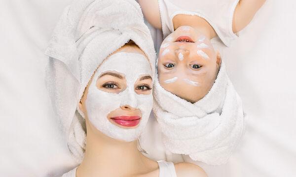 #Μένουμε_Σπίτι: Τέσσερις σπιτικές μάσκες προσώπου με μέλι για μαμάδες (vid)