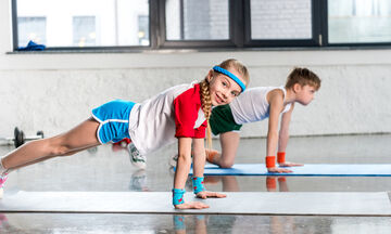 Γυμναστική για παιδιά στο σπίτι: Πώς θα μάθουν να κάνουν push ups (vid)