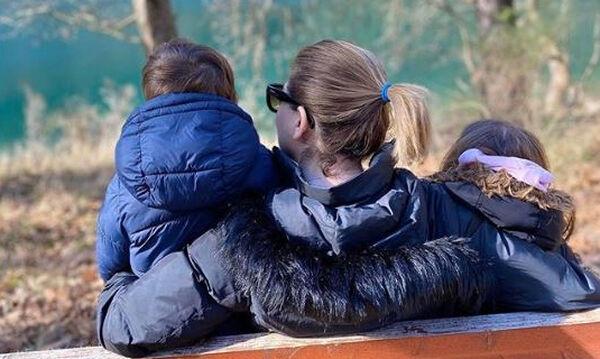 Ελληνίδα δημοσιογράφος ξεσπά: «Τελικά το να είσαι μάνα σου απαγορεύει να είσαι και επαγγελματίας»