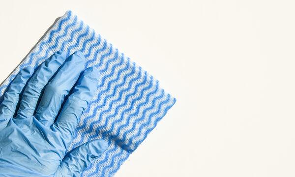 Με αυτό το σπιτικό απορρυπαντικό μπορείτε να καθαρίσετε τους τοίχους του σπιτιού σας (vid)