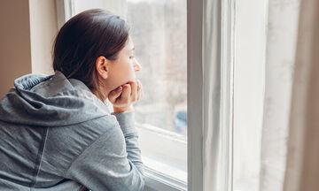 Πώς μπορεί να επηρεάσει ο κορονοϊός τις μητέρες με επιλόχεια κατάθλιψη;