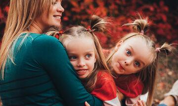 Μια μαμά εξομολογείται: «Ο κορονοϊός με βοήθησε να δεθώ με τα δίδυμα παιδιά μου»