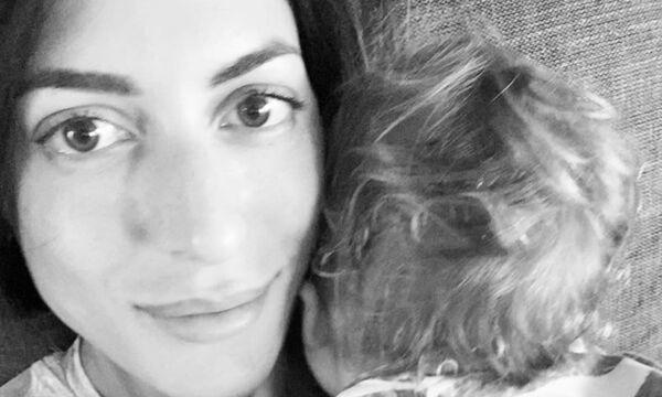 Φλορίντα Πετρουτσέλι: Λίγο πριν γεννήσει ανέβασε την πιο τρυφερή φωτογραφία με την κόρη της (pics)