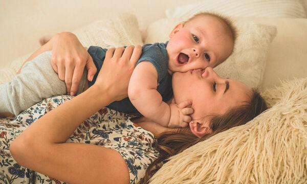 Δεν είναι ο βιολογικός ρόλος που κάνει μια γυναίκα μαμά, είναι πολλά περισσότερα από αυτό