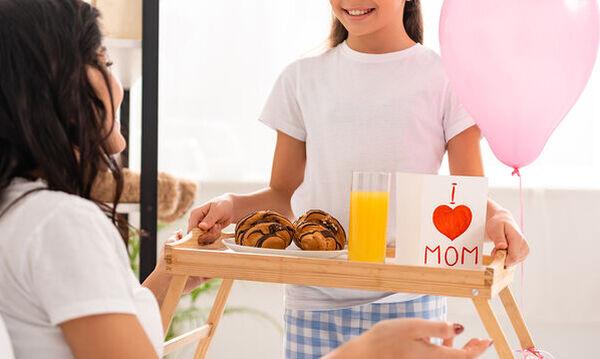 Γιορτή της Μητέρας: Πρωινό στο κρεβάτι για τη μαμά που γιορτάζει  - Απολαυστικές προτάσεις (vids)