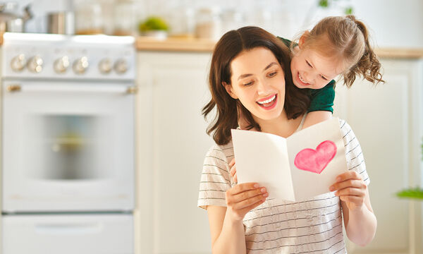 Γιορτή της Μητέρας: Ευχηθείτε χρόνια πολλά στη μαμά σας με ένα γλυκό μήνυμα (pics)