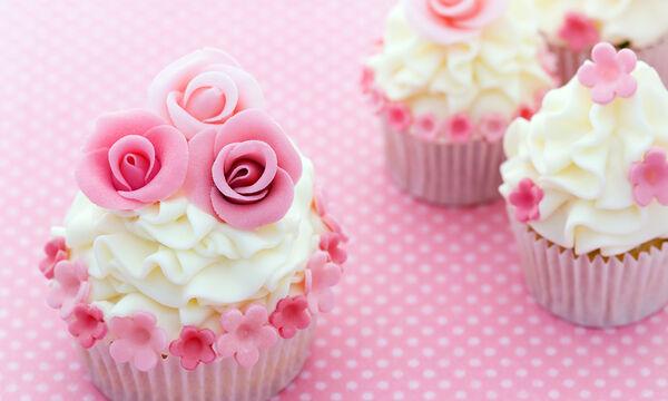 Γιορτή της Μητέρας: Πέντε λαχταριστά γλυκά που μπορείτε να φτιάξετε για αύριο (vid)