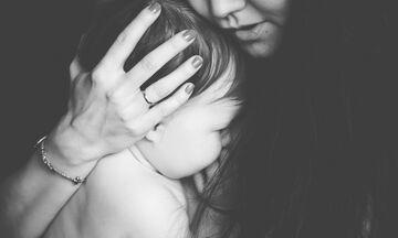 Μάνα δεν είναι μόνο αυτή που γεννάει…