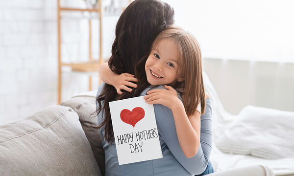 Γιορτή της Μητέρας: Η ιστορία της γυναίκας που εμπνεύστηκε αυτή την επέτειο και η μεγάλη της πικρία
