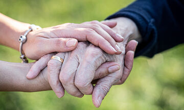 «Χρόνια πολλά γιαγιά για τη Γιορτή της Μητέρας - Σ' αγαπώ πολύ»
