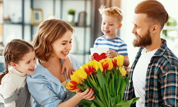 Γιορτή της Μητέρας: Πέντε πράγματα που μπορεί να κάνει ο μπαμπάς τη μέρα αυτή
