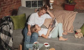Το στρες που βιώνουν οι γυναίκες μαμάδες αυτή την περίοδο που βρίσκονται στο σπίτι με τα παιδιά