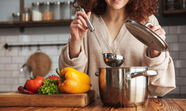 Με αυτό το tip θα κάνετε τις κατσαρόλες και τα τηγάνια σας να μοιάζουν σαν καινούρια (vid)