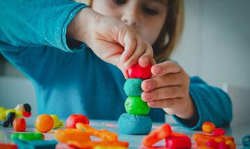 12 αυτοσχέδια παιχνίδια για παιδιά που θα σας εντυπωσιάσουν (vid)