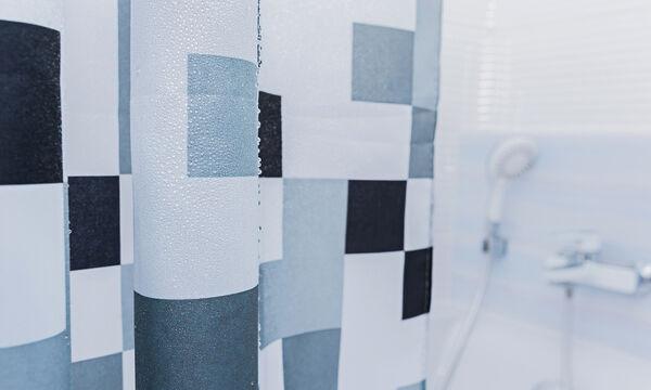 Αυτό είναι το tip για να καθαρίσετε εύκολα και σωστά την κουρτίνα του μπάνιου (vid)