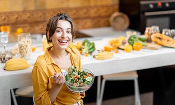 Αυτές οι 14 τροφές βοηθούν στην απώλεια βάρους (vid)