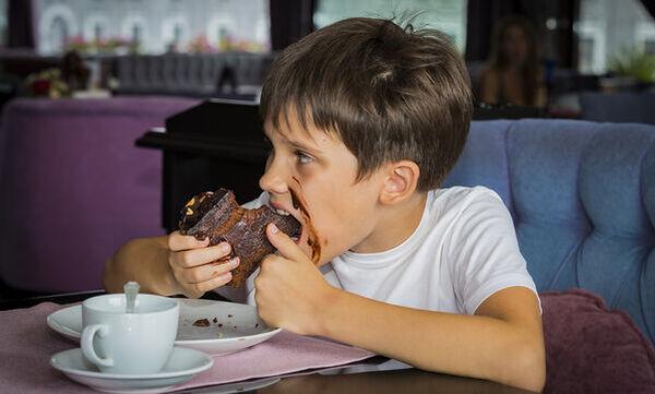 Πώς βοηθάμε το παιδί να χάσει κιλά με υγιεινό τρόπο;  (pics)