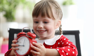 Εύκολοι τρόποι να μάθετε την ώρα στο παιδί τώρα που έχει χρόνο