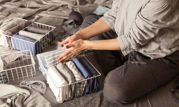 Η ώρα της αλλαγής: Είκοσι έξυπνες ιδέες γα να αποθηκεύσετε τα χειμερινά σας ρούχα (vid)