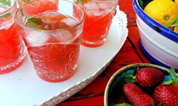 Σπιτική λεμονάδα με φράουλες - Είναι δροσιστική και πανεύκολη (vid)