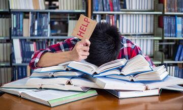 Πανελλήνιες: Πέντε τρόποι  να βοηθήσετε τα παιδιά σας που διαβάζουν για τις εξετάσεις (pics)