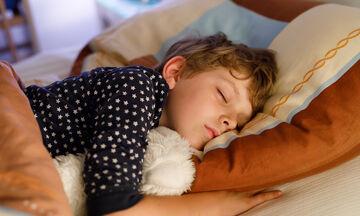 Παιδική αϋπνία: Τι την προκαλεί και πώς την αντιμετωπίζουμε; (pics)