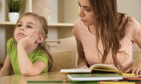 Τι να κάνετε αν τα παιδιά σας δεν σας σέβονται ως «δάσκαλο» κατ'οίκον