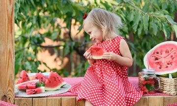 Έξυπνα tips για να πείσετε το παιδί να τρώει φρούτα και λαχανικά