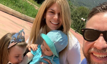 Νατάσα Σκαφίδα: Το πρώτο μπάνιο του γιου της στη θάλασσα - Δείτε στιλ ο μικρός (pics)