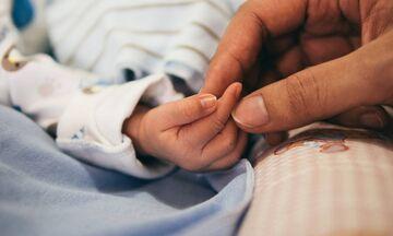 Κορονοϊός: Αγωνία για το 8 μηνών βρέφος που νοσηλεύεται στη ΜΕΘ του νοσοκομείου Παίδων