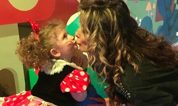 Κατερίνα Λάσπα: Η μικρή της κόρη έπαθε «υπερκόπωση» - Δείτε ποιος ήταν ο λόγος (pics)