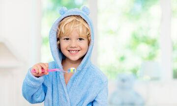 Έξυπνοι τρόποι για να βουρτσίζει το παιδί τα δόντια του χωρίς γκρίνια (pics)