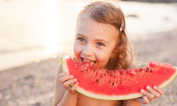 Καλοκαιρινά φρούτα που θα ενισχύσουν το ανοσοποιητικό όλης της οικογένειας