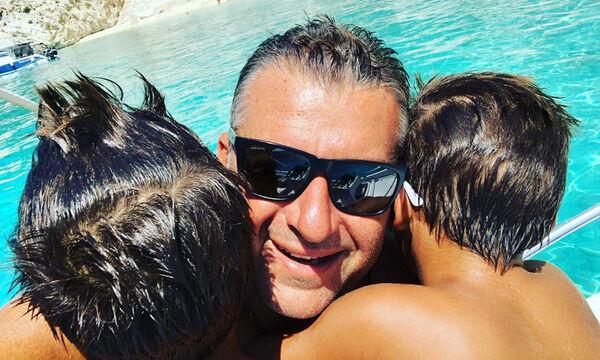 Γιώργος Λιάγκας: Δείτε τι κάνει ο γιος του στη θάλασσα - Μας άφησε άφωνους  (pics)