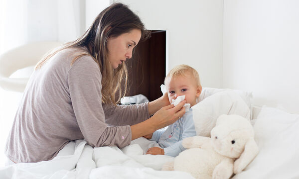 Πρώτο κρυολόγημα παιδιού: Πέντε πράγματα που μπορείτε να κάνετε για να το ανακουφίσετε