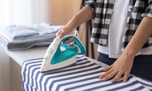 DIY - Σπιτικό σπρέι με τρία υλικά που θα κάνει το σιδέρωμα παιχνιδάκι (pics)