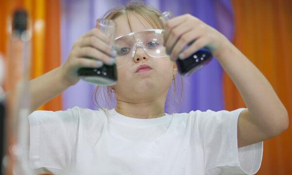 Έξι πειράματα που μπορούν να κάνουν τα παιδιά στο σπίτι (vid)
