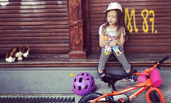 Μια μικρή fashionista η κόρη της γνωστής ηθοποιού τρελαίνει μέρα με τη μέρα το Instagram (pics)