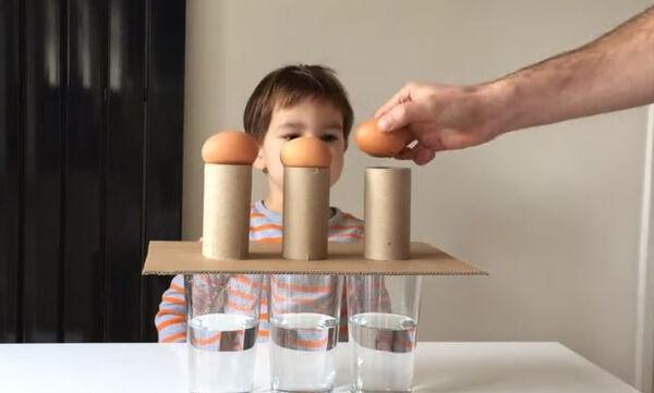 Πέντε διασκεδαστικά πειράματα με αυγά που μπορείτε να κάνετε στο σπίτι με τα παιδιά (vid)