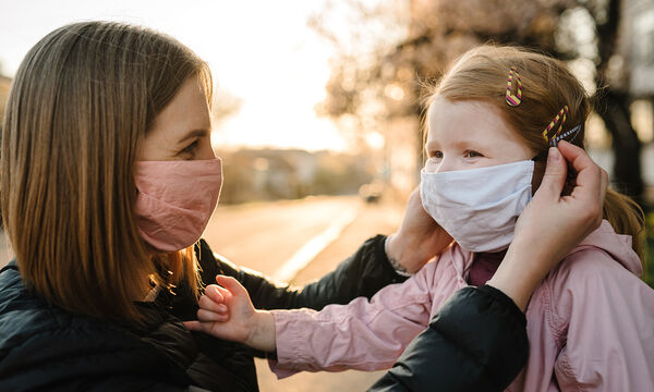 Κορονοϊός: Η χρήση μάσκας είναι επικίνδυνη για τα παιδιά κάτω των 2 ετών;