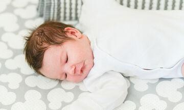 Πέντε πράγματα που πρέπει να γνωρίζετε πριν μεταφέρετε το μωρό σε κοινό παιδικό δωμάτιο