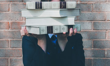 Δεν έχεις όρεξη για διάβασμα; 3 τσεκαρισμένα tips για να μάθεις «νεράκι» το μάθημα με... άλλο τρόπο