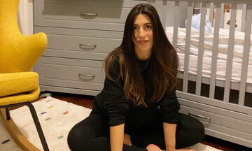 Φλορίντα Πετρουτσέλι: Η απίστευτη νέα φωτογραφία με το μωρό και την κόρη της αγκαλιά (pics)