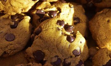 Θες να φτιάξεις μπισκότα σοκολάτας χωρίς να τα ψήσεις στο φούρνο; Απίθανο κι όμως μπορείς!