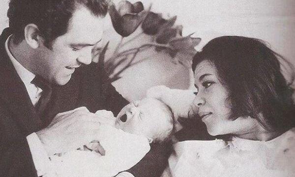 Τζένη Καρέζη: Δέκα σπάνιες φωτογραφίες με τον γιο της όταν ήταν μικρός (pics)