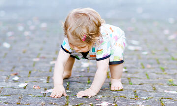 Μωράκια κάνουν τα πρώτα τους  βήματα και είναι απλά απολαυστικά (vid)
