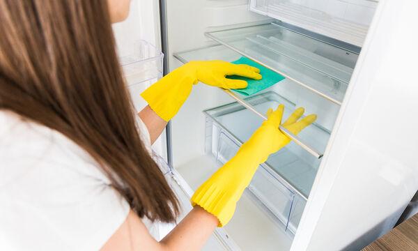 Αυτός είναι ο σωστός τρόπος να καθαρίσετε και να απολυμάνετε το ψυγείο σας (vid)
