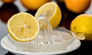 Κόβεις τα λεμόνια στη μέση; Σταμάτα άμεσα! Αυτός είναι ο σωστός τρόπος (photos)