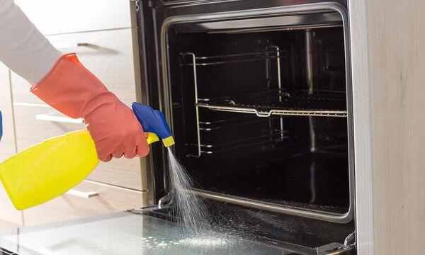 Έτσι θα καθαρίσετε το τζάμι του φούρνου με φυσικά υλικά (vid)